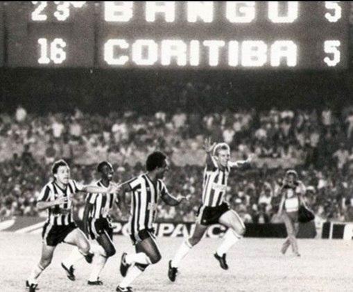 O Bangu chegou à final do Campeonato Brasileiro de 1985 e entrou em campo apoiado por banguenses, rubro-negros, flamenguistas, vascaínos, americanos... Mas, após dramático empate em 1 a 1, o Coritiba se sagrou campeão nos pênaltis, com vitória por 6 a 5.