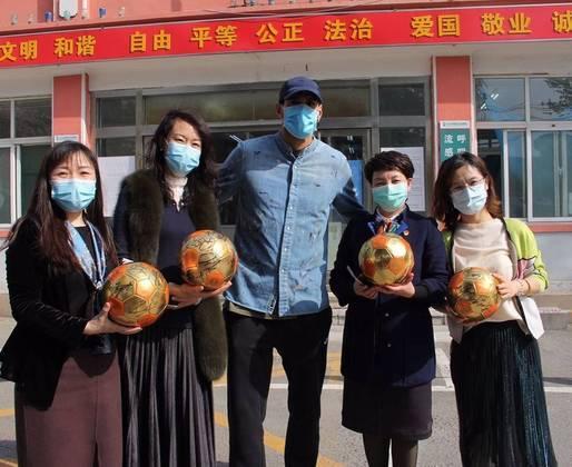 O belga Marouane Fellaini, que joga na China, teve coronavírus e se recuperou sem sintomas.