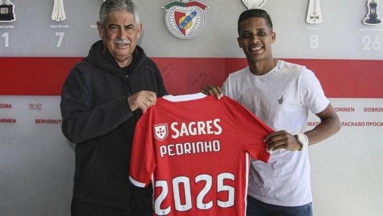 O Benfica desembolsou a quantia de 20 milhões de euros (cerca R$ 105 milhões) para tirar o meia Pedrinho do Corinthians, em março de 2020