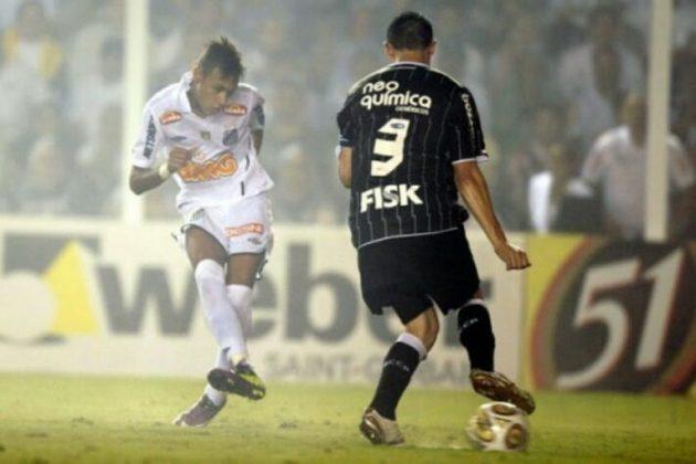 O bicampeonato estadual do Peixe foi a primeira conquista de um grande clube paulista nesta década. O Peixe, que já havia vencido a edição anterior, iniciou 2011 com o pé direito, ao bater o Corinthians por 2 a 1 na decisão. No confronto de ida, realizado uma semana antes, no estádio do Pacaembu, a partida terminou em 0 a 0.