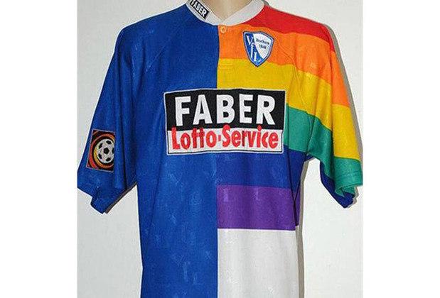 O Bochum, clube alemão, acabou tentando fazer uma camisa com a temática do arco-íris em 1997, mas a realidade não ficou muito legal.