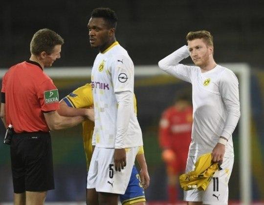 O Borussia Dortmund na última temporada talvez tenha atingido seu teto, sendo vice-campeão alemão, mas sem disputar o troféu com o Bayern, e ter sido eliminado nas oitavas de final da Champions League pelo PSG. Mas ter caído para o Werder Bremen nas oitavas de final da Copa da Alemanha já foi frustrante. Pior do que isso, só o início de campanha na Bundesliga neste segundo semestre em que os aurinegros terminaram na 5ª posição na tabela de classificação.