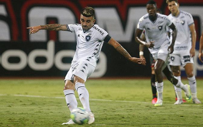 O Botafogo visitou o Atlético Goianiense, em Goiânia, neste domingo, pela 12ª rodada do Campeonato Brasileiro. Com dificuldade na criação, o Alvinegro chegou ao gol em cobrança de pênalti bem executada pelo lateral-esquerdo Victor Luis. Pecou, porém, numa saída de bola e levou o gol de empate, marcado pelo atacante do Dragão Hyuri. Confira as atuações deste empate em 1 a 1!