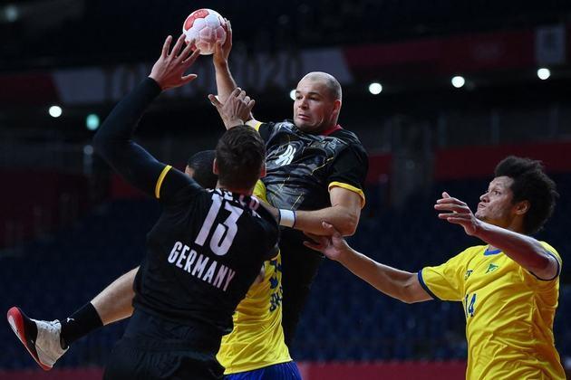 O Brasil deu adeus aos Jogos Olímpicos de Tóquio no handebol masculino. A Seleção Brasileira foi derrotada pela Alemanha por 29 a 25 e sofreu a quarta derrota em cinco jogos.