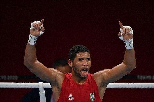 O Brasil garantiu mais uma medalha no boxe. Hebert Souza venceu Abilkhan Amankul, do Cazaquistão, nas quartas de final, e avançou à semifinal. Com isso, o brasileiro assegurou pelo menos a medalha de bronze.