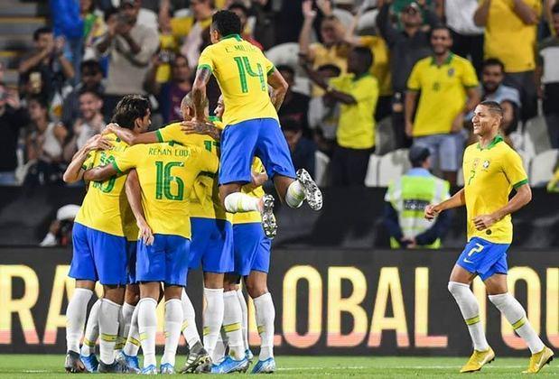 O Brasil participou de 12 edições das Eliminatórias para a Copa do Mundo das 17 que foram realizadas pela CONMEBOL, sendo que nunca desistiu de participar do torneio, prática muito comum até a Copa de 1974. Das cinco edições que não foi uma dos integrantes, em quatro delas foi porque era a campeã da Copa do Mundo anterior e uma vez, pois era o país sede do Mundial. A reportagem reuniu todas as 12 estreias da seleção brasileira em Eliminatórias para a Copa do Mundo. Confira!
