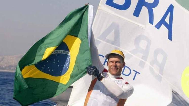 O Brasil soma 30 medalhas de ouro na história olímpica, sendo o 35º no ranking. São 13 atletas brasileiros bicampeões olímpicos, recorde do país, entre eles o velejador Robert Scheidt (foto).