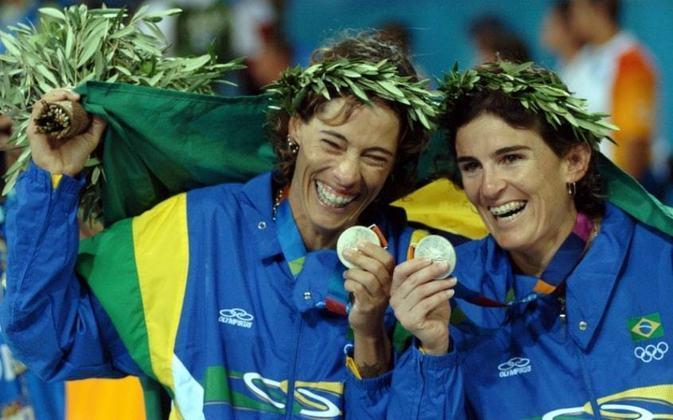 O Brasil também ficou com a medalha de prata no vôlei de praia feminino nos Jogos de Sydney, na Austrália, em 2000. A honraria ficou com Adriana Behar e Shelda.