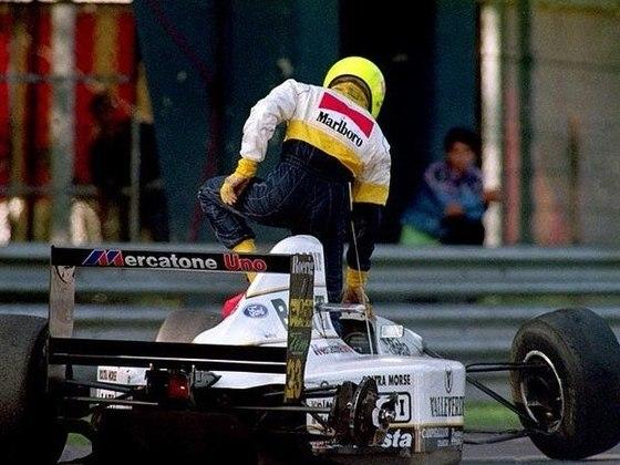 O brasileiro acertou o companheiro Pierluigi Martini, mas felizmente não sofreu nada de mais grave