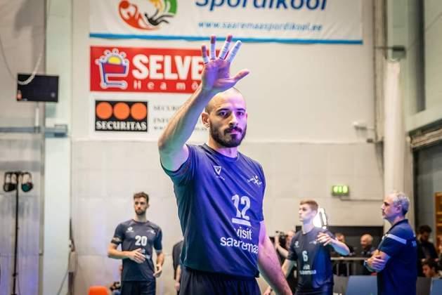 O brasileiro Daniel Maciel, jogador de vôlei do Saarema, da Estônia, também foi infectado.