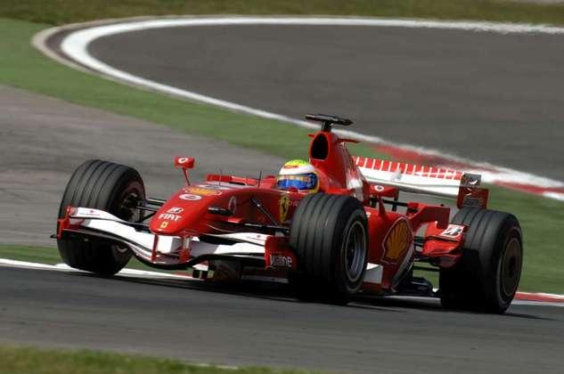O brasileiro não teve dificuldades para disparar e deixar os adversários Alonso e Schumacher na briga pelo segundo lugar.