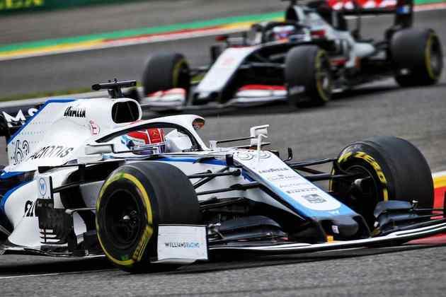 O britânico da Williams precisou desviar do carro de Antonio Giovinazzi e acabou batendo