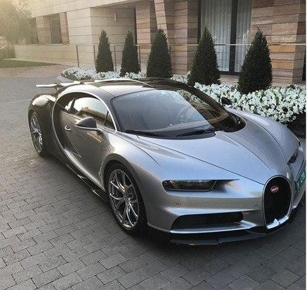 O Bugatti Chiron é um dos carros do craque e custa R$ 16 milhões.