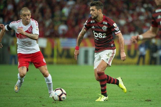 O camisa catorze deu três assistências no Brasileirão além de três gols marcados.