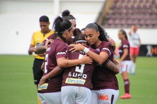 O Campeonato Brasileiro feminino, tanto da série A1 quanto da A2, também pararam. Os jogos entre Inter x Flamengo, Santos x Audax e Corinthians x Ferroviária que aconteceriam nesta segunda já foram suspensos