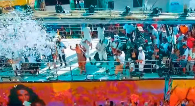 O Carnaval é considerado o maior evento popular do Brasil e é esperado ansiosamente pelas pessoas. As festas e blocos acontecem em todo o país e milhões de pessoas vêm de outros lugares do mundo. Os mais famosos são no Rio de Janeiro, Salvador e Recife. As datas são flexíveis, em fevereiro ou março.