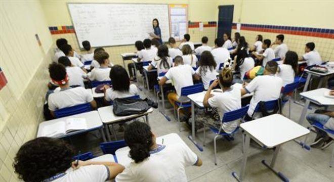 O cartão beneficiará os alunos mais carentes da rede durante o período de suspensão das aulas