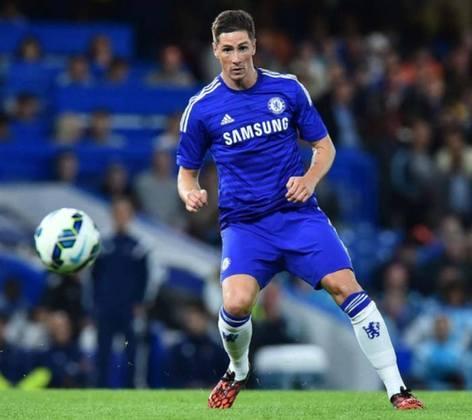 O Chelsea pagou 60 milhões de euros (cerca de R$ 382 milhões atuais) por Fernando Torres. O atacante espanhol atuou 172 vezes e marcou 45 gols. Mas viveu sempre em constante crítica negativa.