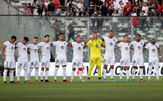 O chileno Colo-Colo, que está no grupo do Athletico-PR, apareceu quatro vezes na lista dos times que não devem ir muito longe nesta Copa Libertadores .