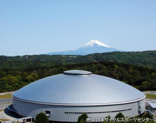 O ciclismo de pista será disputado no Izu Velodrome, na cidade de Izu, situada na província de Shizuoka. É mais uma competição que não acontecerá na capital japonesa.
