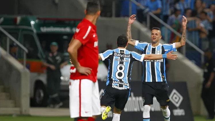 O clássico Gre-Nal ganhou um de seus maiores capítulos no Brasileirão de 2015. Comandados pelo técnico Roger Machado, o Imortal aplicou uma goleada de 5 a 0 sobre o Colorado. Os gols foram de Giuliano, Luan (duas vezes), Fernandinho, e Réver (contra).