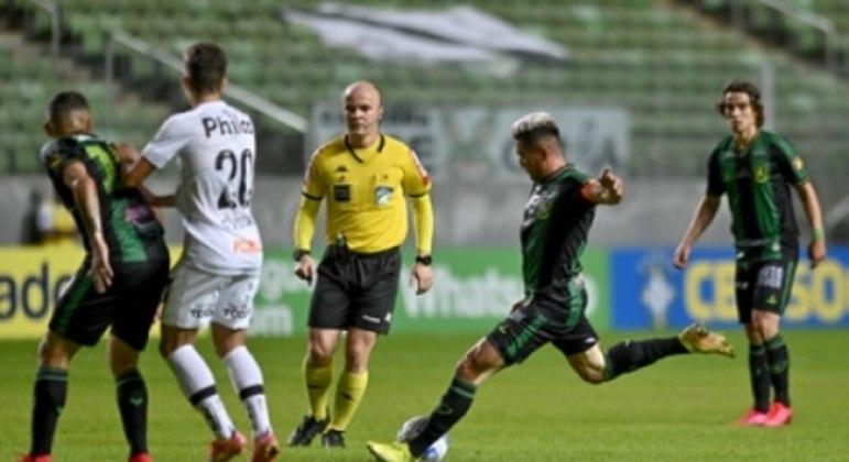 O Coelho conseguiu sua segunda vitória no Brasileirão ao superar o Peixe
