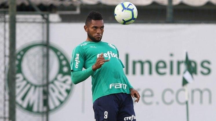 O colombiano Miguel Borja chegou ao Palmeiras em 2018, com recepção de gala no aeroporto pela torcida, sendo a contratação mais cara da história do clube (cerca de R$ 44 milhões). Em 112 jogos, ele marcou 36 gols, mas não convenceu.
