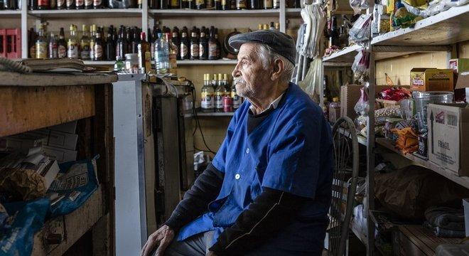 O comerciante Porfírio chegou ao Brasil nos anos 1950 e se instalou com a mulher no centro paulistano