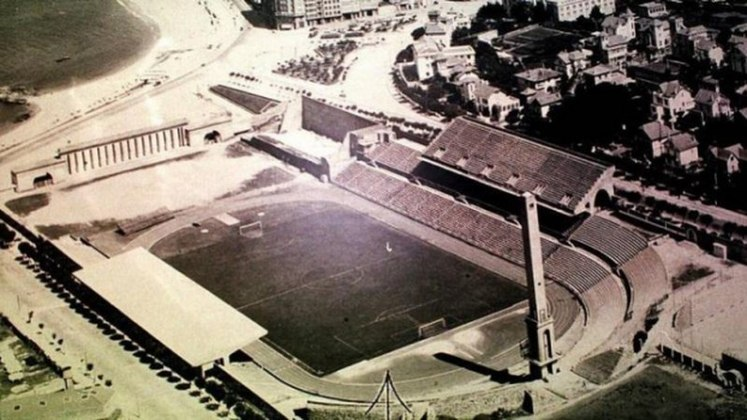 O confronto disputado em Coruña, na Espanha, ocorreu em 1978. Na época, Rubro-Negros e Tricolores foram convidados e participaram do Troféu Teresa Herrera. No tempo normal, um empate por 0 a 0. Nos pênaltis, o Flamengo venceu por 3 a 1.