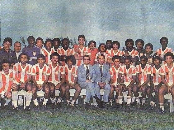 O contraventor Castor de Andrade foi presidente de honra e financiador do Bangu Atlético Clube, sendo o grande responsável pela conquista do título de Campeão Carioca de 1966 e pelo vice-campeonato Brasileiro de 1985. Um Castor se tornou mascote do Bangu, sendo uma grande alusão ao seu ex-presidente de honra.