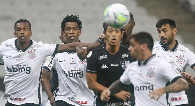 O Corinthians buscou o empate com o Botafogo em 2 a 2 na noite deste sábado, pela 8ª rodada do Campeonato Brasileiro. O Timão não teve grande atuação, mas contou com as estrelas de dois dos seus principais jogadores, Fagner e Jô, os autores dos gols da equipe da casa. Confira as notas do Corinthians no LANCE!