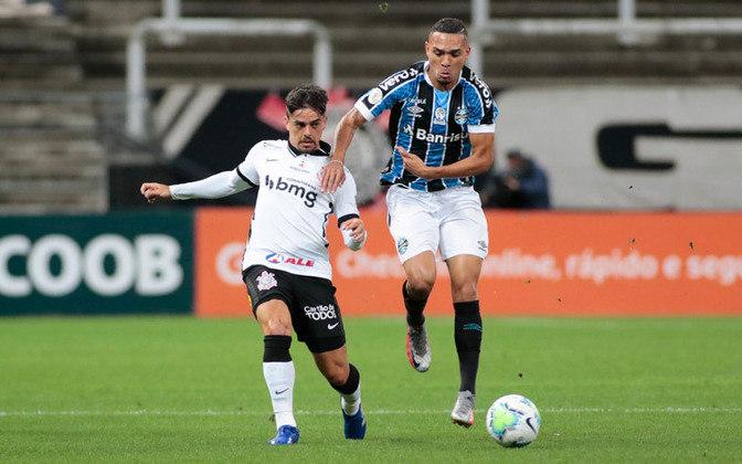 O Corinthians conseguiu superar duas expulsões e empatou sem gols contra o Grêmio. Fagner e Fábio Santos foram os destaques da equipe na noite deste domingo. Luan também teve uma boa atuação.