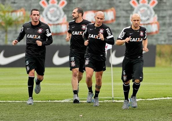 O Corinthians está em busca de trazer de volta Renato Augusto. Apesar de saber que o negócio é difícil, o clube aposta na identificação do jogador com o Timão e se o retorno se concretizar, ele irá reencontrar velhos conhecidos. Confira, na galeria a seguir, quem são eles: