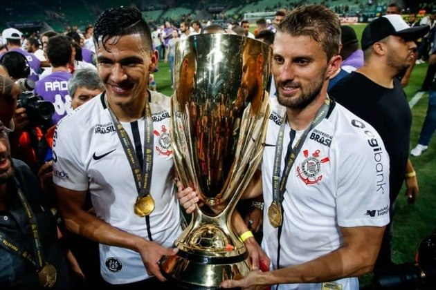 Títulos do Corinthians na década: Mundial (2012), Libertadores (2012), Brasileirão (2011, 2015 e 2017), Recopa (2013) e Paulistão (2013, 2017, 2018 e 2019)
