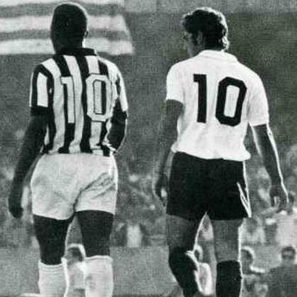 O Corinthians sofreu com o poderio ofensivo de Pelé em sua trajetória. Foram 50 gols marcados por Pelé