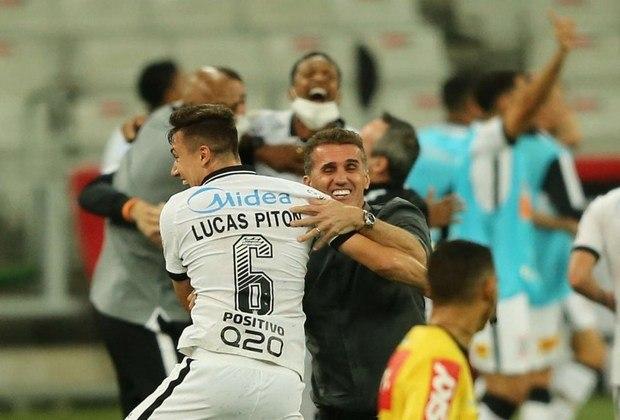 O Corinthians venceu o Athletici por 1 a 0, na Arena da Baixada, em jogo decidido no último lance. Walter e Everaldo, ambos do Corinthians foram decisivos e levaram a maior nota do jogo. Veja as atuações dos atletas do Timão e sobe e desce do Athletico. (Por Gabriel Santos)
