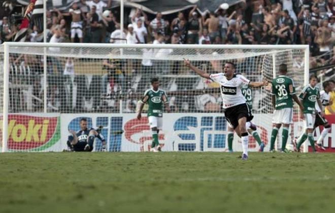 O Corinthians venceu o Palmeiras pelo terceiro ano seguido na primeira fase do Paulistão. Em 2012, no dia 25 de março, pela 15ª rodada, Paulinho abriu o placar logo aos três minutos de jogo, Marcos Assunção empatou para o Palestra ainda na primeira etapa, mas Márcio Araújo marcou contra e deu a vitória por 2 a 1 para o Timão.