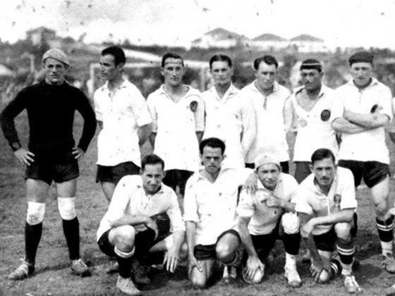 O Coritiba alcançou sua maior goleada em 1926. O Coxa despachou o Paraná Sport Club (homônimo do atual Paraná) por 13 a 1.