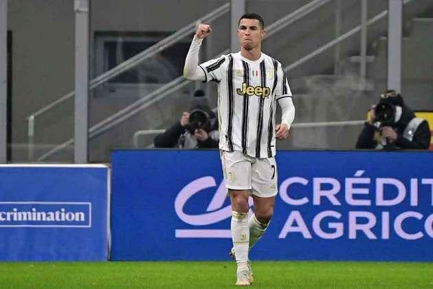O craque da Juventus, Cristiano Ronaldo, apesar do foco na Eurocopa, segue em uma situação sem definição no clube italiano. Alvo do Paris Saint-Germain e do Manchester United, o português, recentemente, desconversou sobre os rumores de transferência