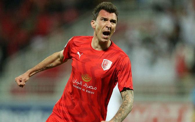 O croata Mario Mandzukic, de 34 anos, está sem clube depois de sua passagem pelo Al-Duhail. Antes, jogou em Juventus, Atlético de Madrid, Bayern de Munique, entre outros. Vale 4 milhões de euros (R$ 26,4 milhões).
