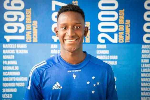 O Cruzeiro contratou o atacante Iván Angulo, de 20 anos, que pertence ao Palmeiras e chega por empréstimo até o fim de 2020, tendo parte dos salários pago pelo time paulista.