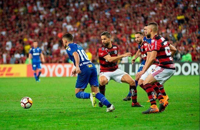 O Cruzeiro eliminou o Flamengo nas oitavas de final da Libertadores de 2018. A Raposa venceu por 2 a 0 na primeira partida, fora de casa, e depois perdeu por 1 a 0 no Mineirão.