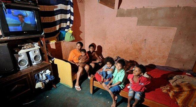 Algumas mães crecheiras cuidam de 10 a 15 crianças em suas próprias casas