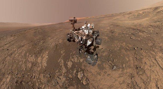 O Curiosity faz uma 'selfie'; robô aterrissou em Marte em 2012
