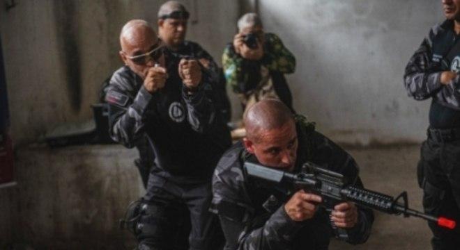 O curso é voltado para policiais e também para graduados em artes marciais que atuem no campo da segurança privada (Foto: Ilan Pillenberg)