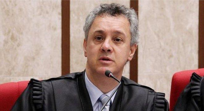 Na tarde deste domingo, o desembargador João Gebran Neto chegou a suspender HC