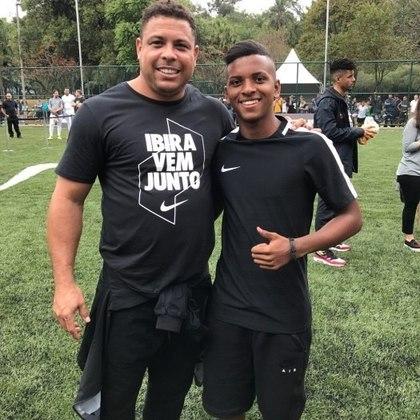 O destaque de Rodrygo nas categorias de base do Peixe despertou o assédio da Nike, que assinou contrato de fornecedora de materiais esportivos ao atleta na primeira temporada dele pelo Santos, quando ele ainda tinha 11 anos, tornando-se, assim, o brasileiro mais jovem a firmar parceria com a empresa americana.