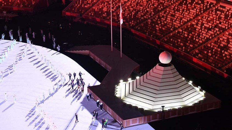 O destaque para a cultura, história e tradição japonesa foi um dos grandes momentos da cerimônia de abertura dos Jogos Olímpicos de Tóquio. O Monte Fuji foi um dos destaques. O evento aconteceu no Estádio Olímpico de Tóquio e não recebeu público.