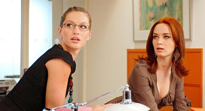 Em cena de 'O Diabo Veste Prada', Gisele Bündchen contracena com Emily Blunt