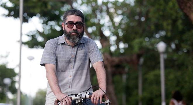 O diretor e roteirista de audiovisual Tiago Martins passou a usar a pedalada como estilo de vida